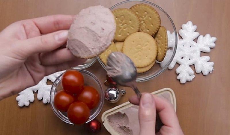 паштет мажем на печенье