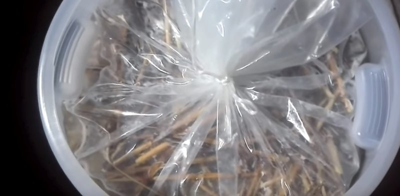 мешок завязан с яблоками