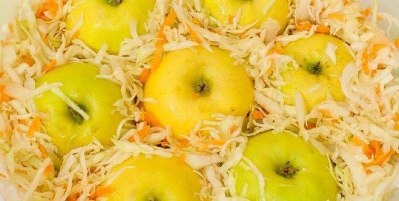 яблоки в капусте