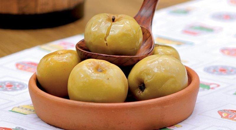 лакомство из моченых яблок