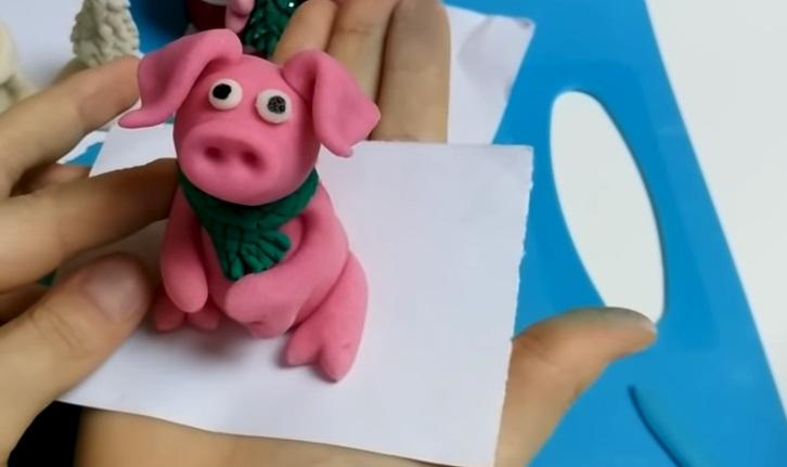 розовый поросенок