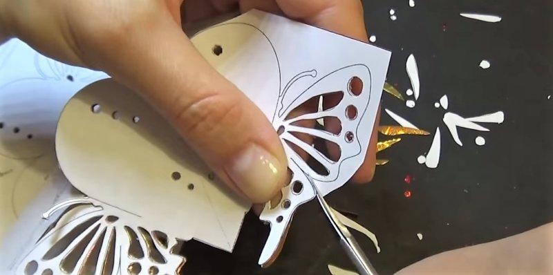 ножницами вырезать детали
