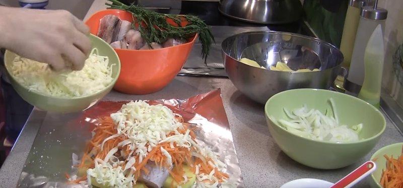кладем морковь и сыр