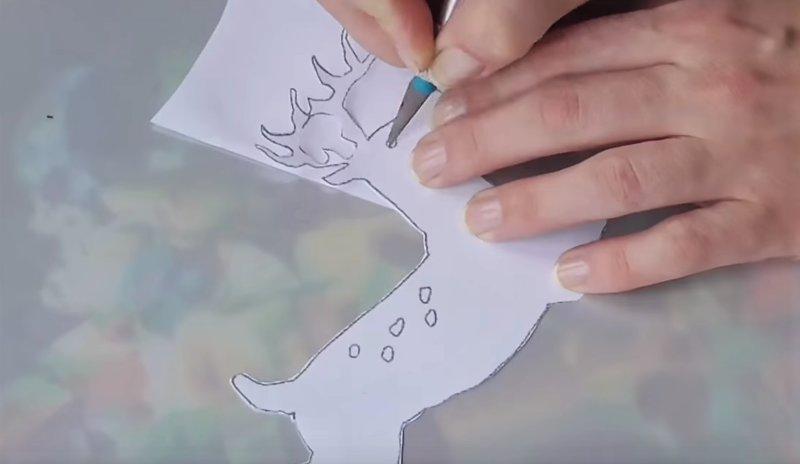 вырезаем шаблон оленя