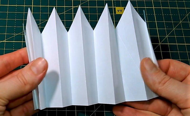 гармошка отвечает на вопрос - как сделать объемную снежинку из бумаги