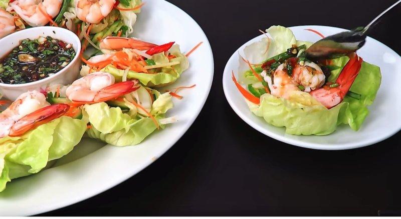тарелка с листом салата