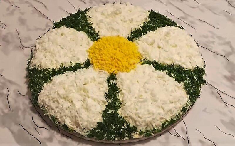 салат ромашка с печенью