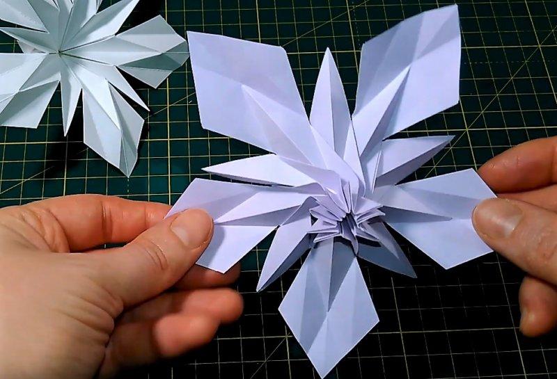 вид сзади, чтобы понять - как сделать объемную снежинку из бумаги