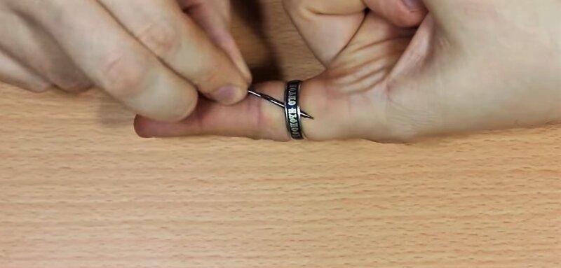 Как снять кольцо с опухшего пальца в домашних условиях, если оно не снимается