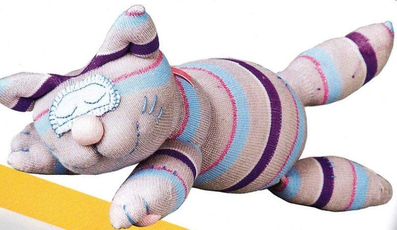игрушка кот из носков