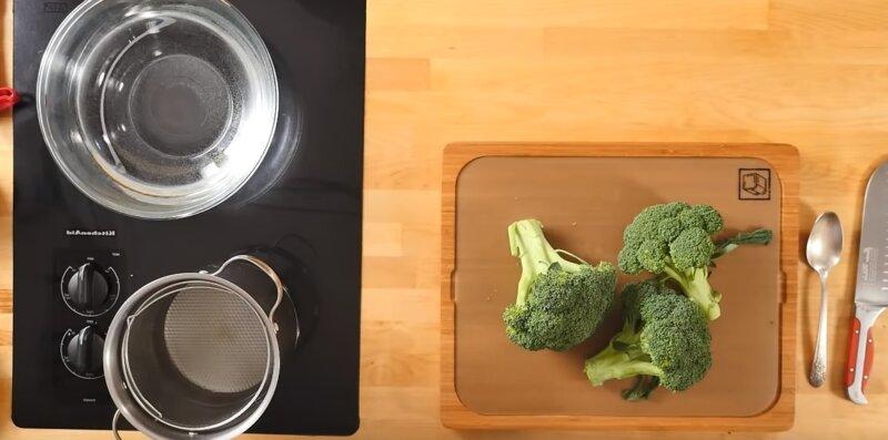 кастрюли и брокколи