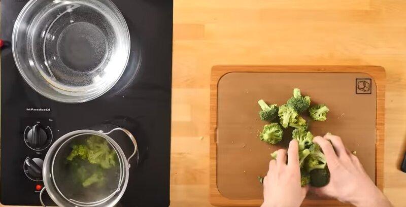 брокколи опустить в воду