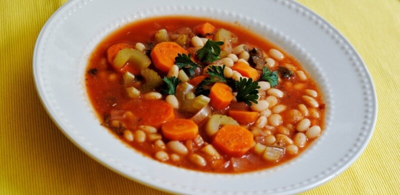 тарелка с постным супом