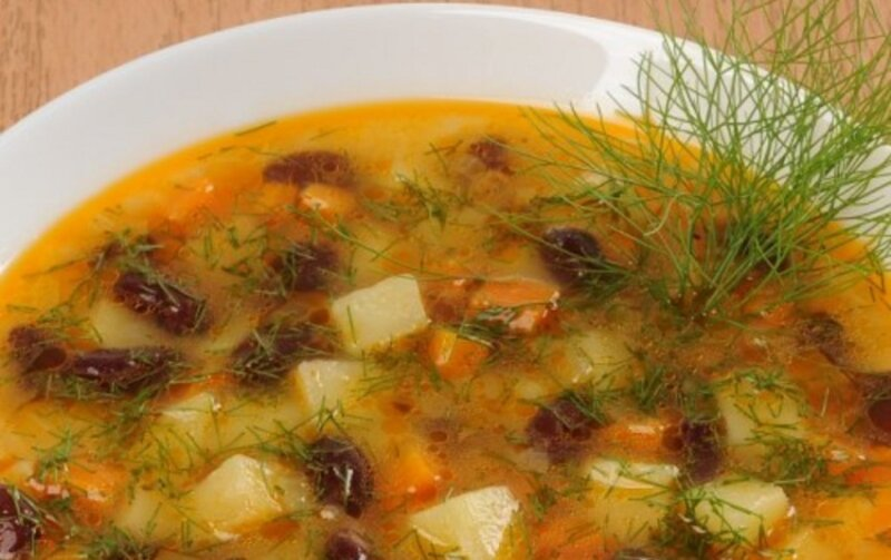 постный суп в тарелке
