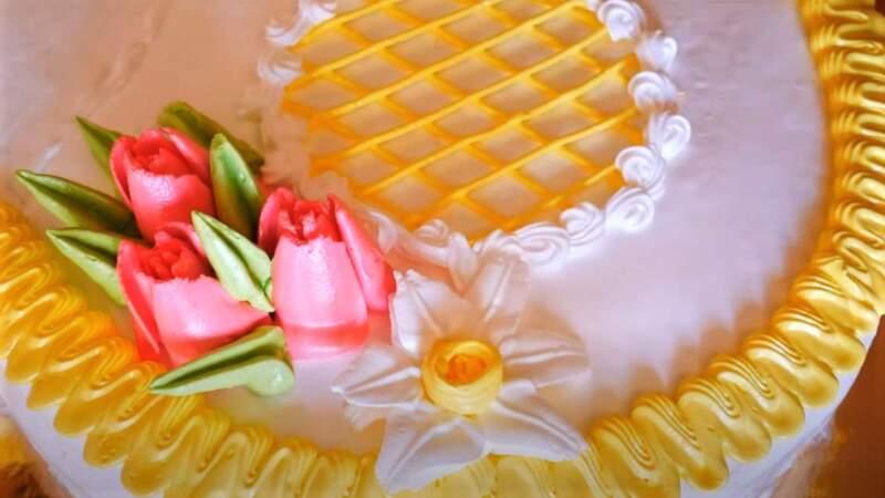 белые цветы из крема на торт цифра