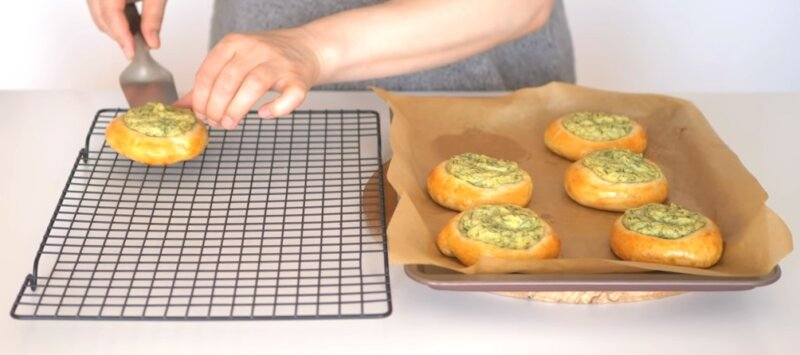пирожки на решетке