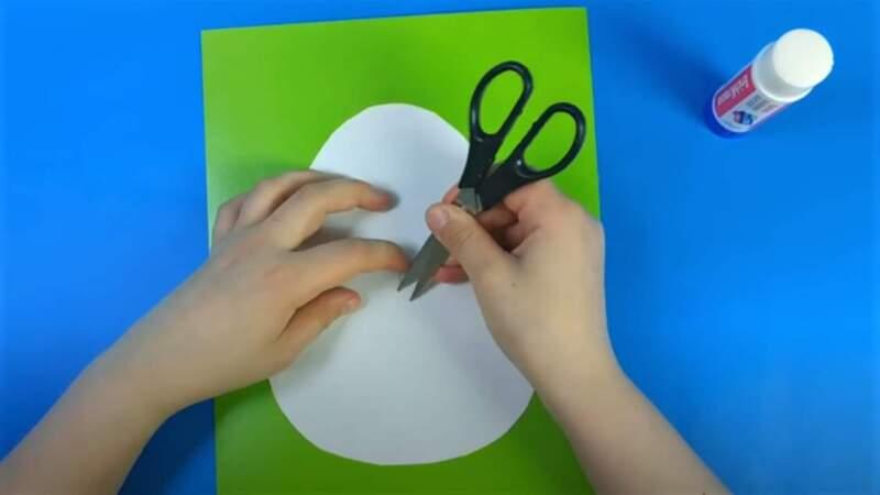 разрыв бумаги в центре яйца