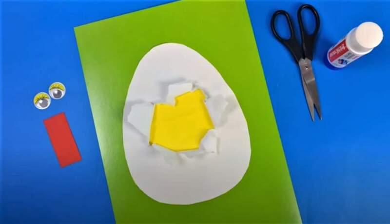 разорвана бумага в яйце