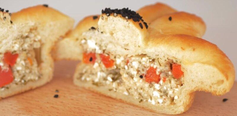 пирожок на кефире в разрезе с начинкой