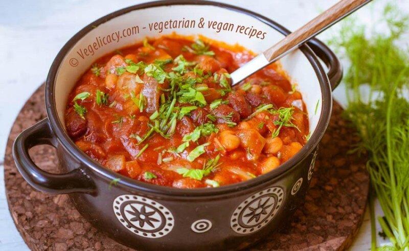 суп чили с фасолью в кастрюле