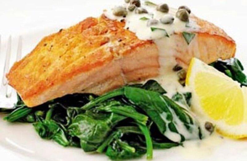 порция лосося со щавелем