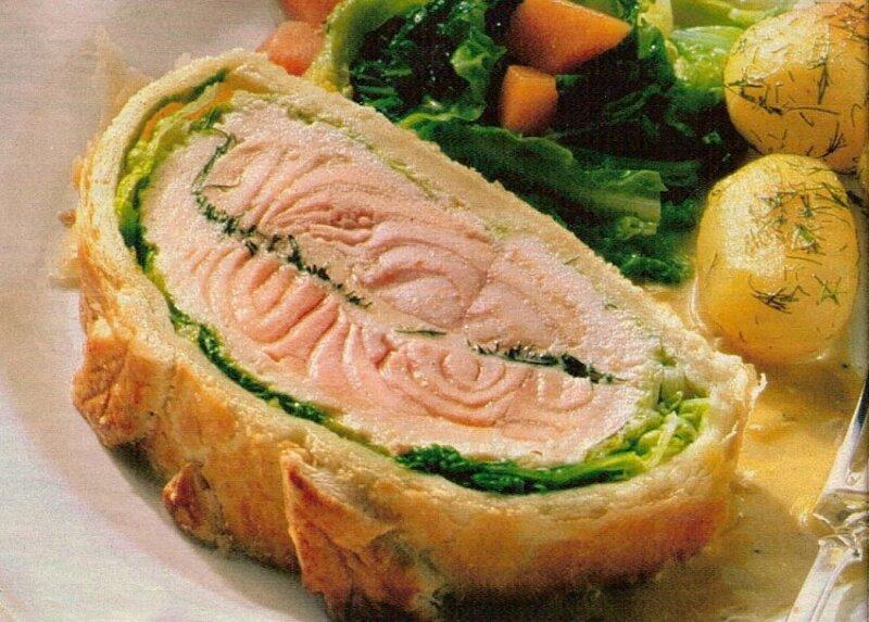 кусок пирога с лососем