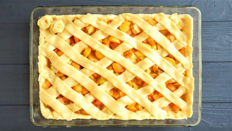 полоски теста на пироге