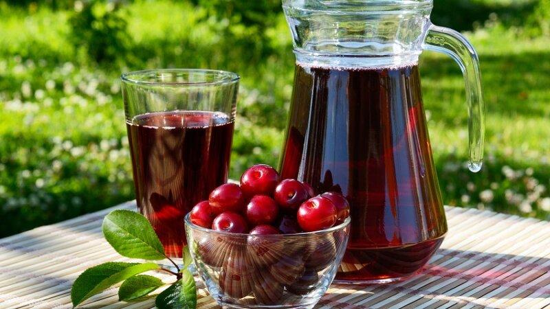 домашний сок из ягод вишни