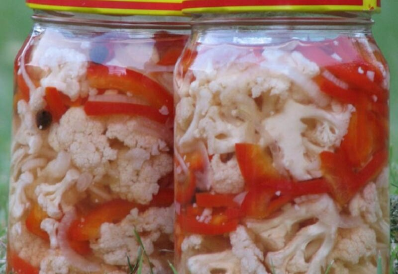 перцы соленые с цветной капустой в банке