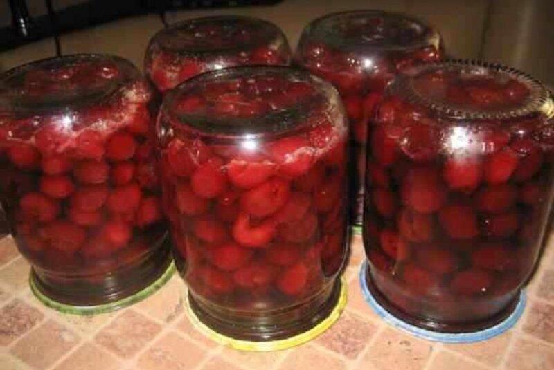 заготовка из вишни в собственном соку
