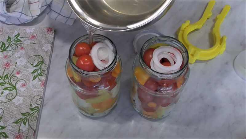 маринад в банки - помидоры с капустой
