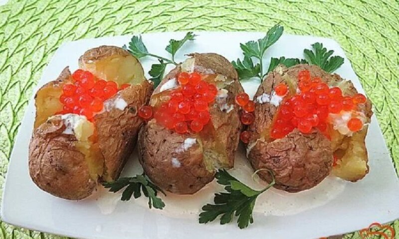 картофель с красной икрой
