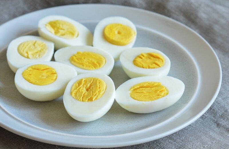 половинка вареного яйца