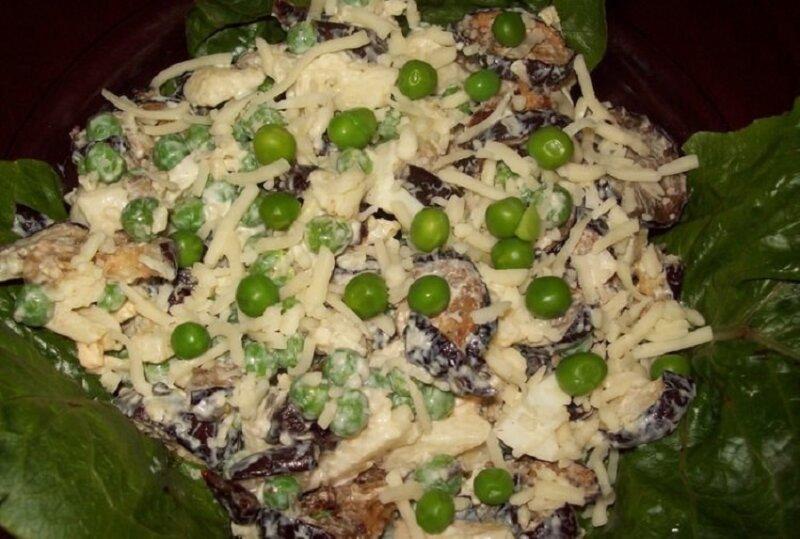 баклажанный салат с зеленым горошком