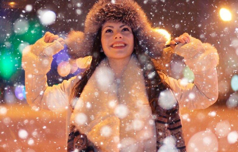 снежинки и женщина
