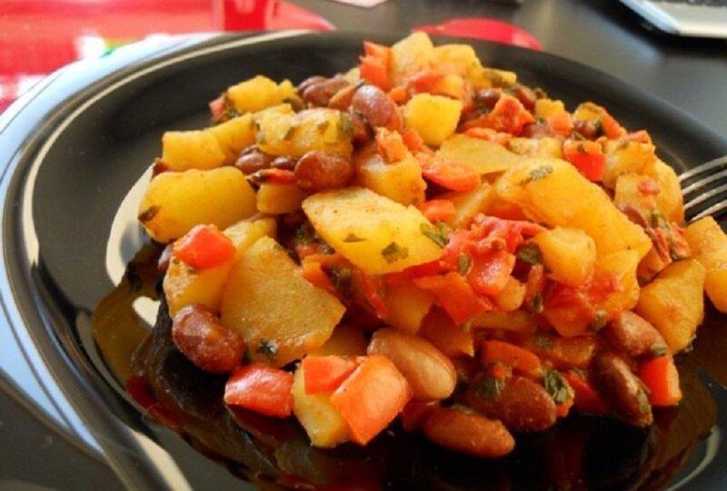 тушеная фасоль с картофелем
