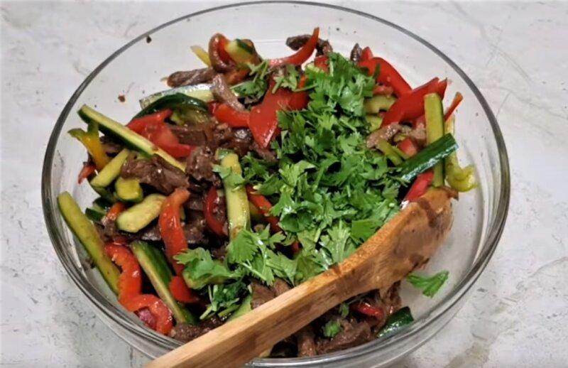 кинза в салате