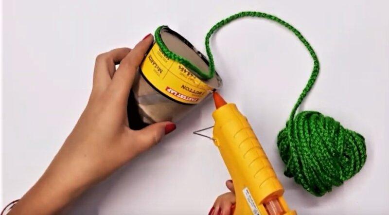 приклеивание зеленой косички