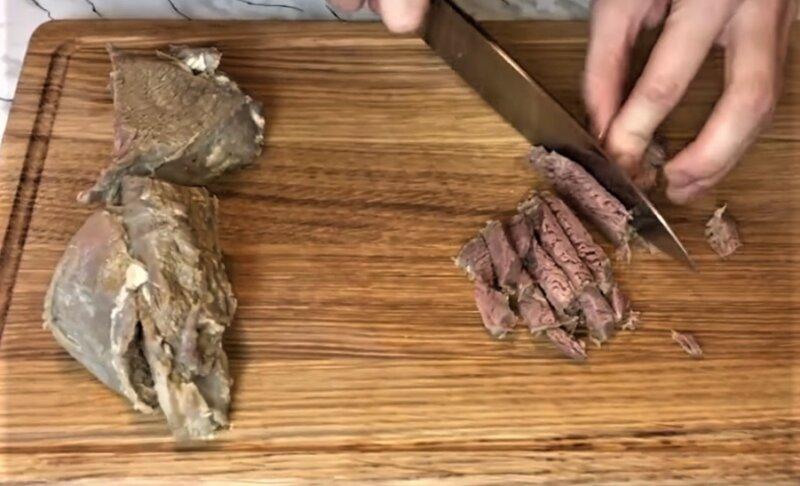 нарезанное мясо полосками