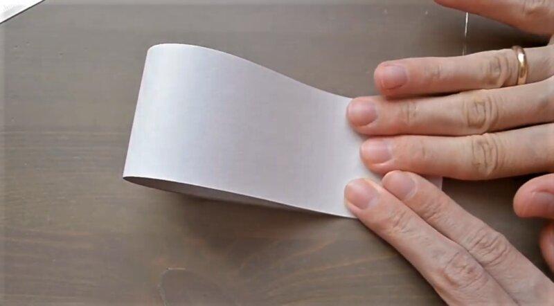 склеить полоску бумаги
