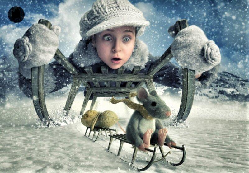девочка и мышка на санках - новогодние картинки