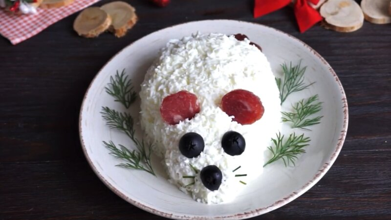 салат в форме мыши