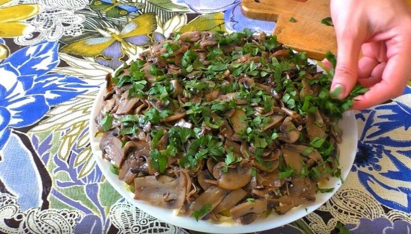 петрушка на салате
