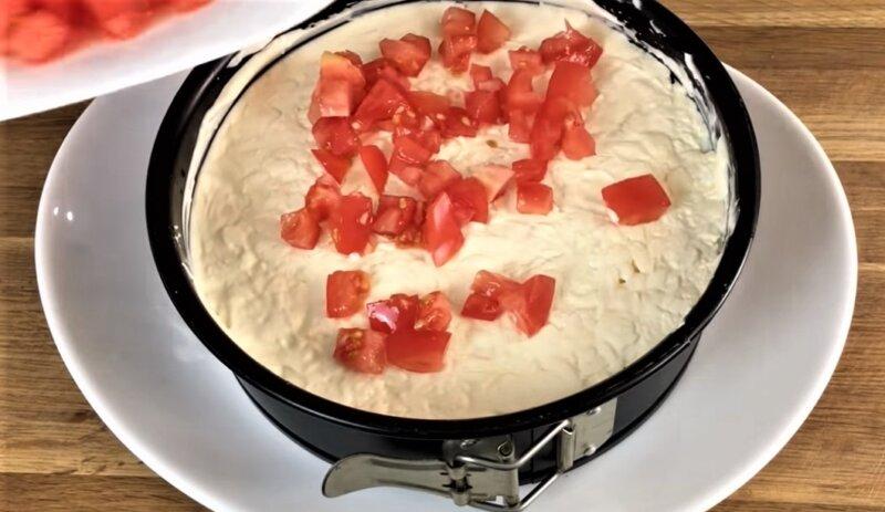 слой кусочков помидоров