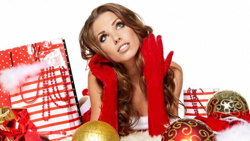 подарки рядом с девушкой - новогодние картинки