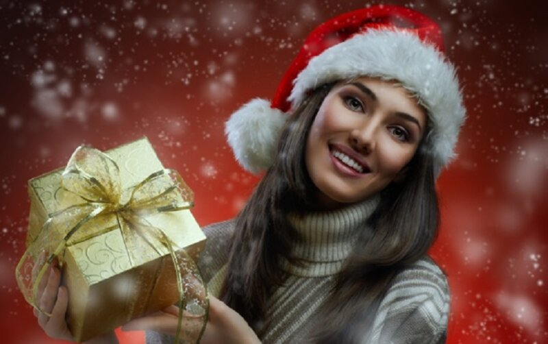 подарок и девушка
