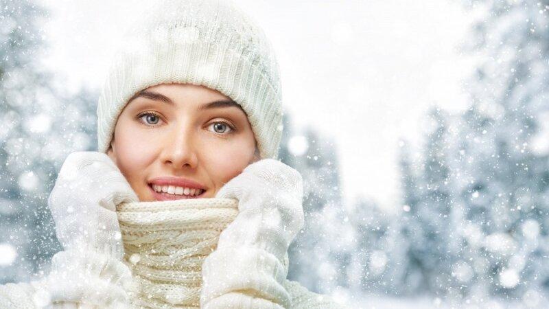 шапка на девушке и снег кругом новогодние картинки