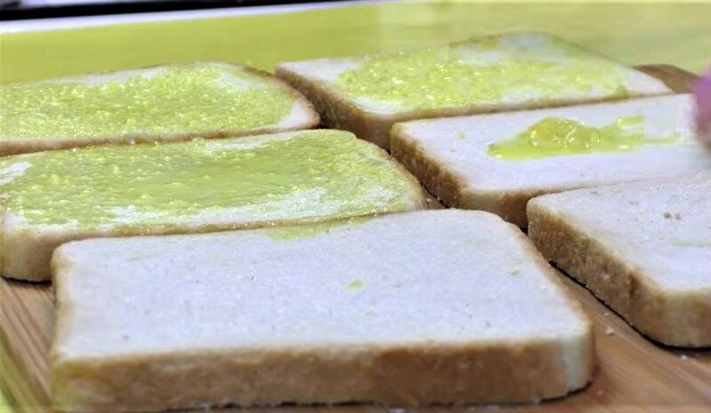 хлеб с соусом