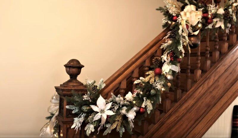 лестница с гирляндой