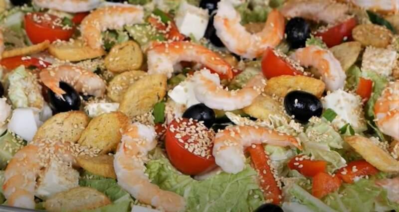 салат из креветок и овощей